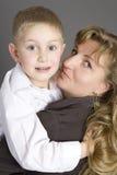 Blonde Frau mit ihrem Sohn Stockbilder