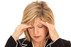 Blonde Frau mit Kopfschmerzen Stockfotos