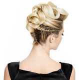 Blonde Frau mit kreativer lockiger Frisur Stockbilder