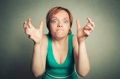 Blonde Frau mit lustigem Ausdruck Stockfotos