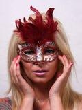 Blonde Frau mit Maske Stockfotografie