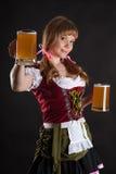 Blonde Frau mit Oktoberfest-Bier in der Hand Lizenzfreies Stockfoto