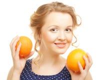 Blonde Frau mit Orangen Stockfotografie