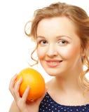 Blonde Frau mit Orangen Stockfoto