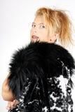 Blonde Frau mit Pelz Lizenzfreie Stockfotografie