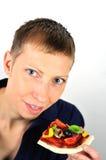 Blonde Frau mit Pizza des strengen Vegetariers Lizenzfreie Stockfotografie