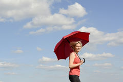 Blonde Frau mit Regenschirm Stockbilder