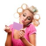 Blonde Frau mit Rollen Stockbilder