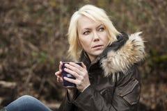 Blonde Frau mit schönen blauen Augen Stockfotos