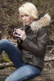 Blonde Frau mit schönen blauen Augen Lizenzfreies Stockfoto