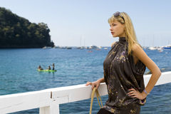 Blonde Frau mit Sonnegläsern Stockbild