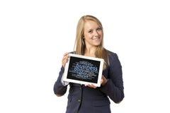 Blonde Frau mit Tablet-Computer Lizenzfreies Stockfoto