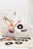 Blonde Frau mit Vinylen Lizenzfreies Stockfoto