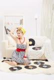Blonde Frau mit Vinylen Lizenzfreie Stockfotografie