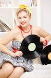 Blonde Frau mit Vinylen Stockbilder