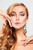 Blonde Frau Nettes Gesicht Haar und Hautpflege-Konzept Lizenzfreie Stockfotografie