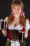 Blonde Frau Oktoberfest mit Bier in der Hand Stockbild