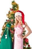 Blonde Frau in Sankt-Hut mit Geschenktasche Lizenzfreies Stockbild