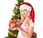 Blonde Frau in Sankt-Hut mit Geschenktasche Lizenzfreie Stockfotografie