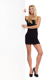 Blonde Frau in schwarzem Mini Dress And Banner Stockbild