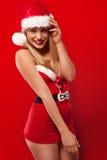 Blonde Frau in sexy Sankt-Ausstattung Stockfoto