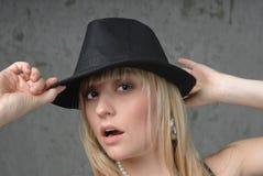 Blonde Frau und Hut Lizenzfreie Stockfotografie