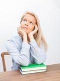 Blonde Frau und zwei Bücher Stockbilder