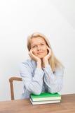 Blonde Frau und zwei Bücher Stockfotos