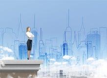Blonde Frau und zwei Städte Lizenzfreies Stockbild