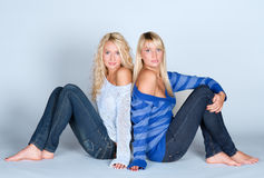 Blonde Frauen in den casuals Stockbilder