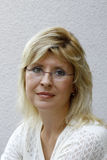Blonde Frauen des Portraits Lizenzfreie Stockfotografie