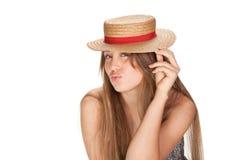 Blonde Frauen- und Strohmütze Stockfoto