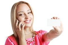 Blonde Frauengriffkarte Stockfoto
