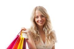 Blonde Frauenholding-Einkaufenbeutel Stockfotografie