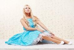 Blonde Frauenweinlese Stockbild