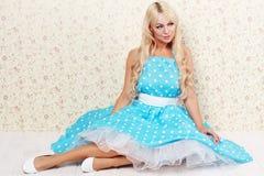 Blonde Frauenweinlese Stockfotografie