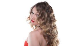 Blonde gelockte Frau weg gedreht Lizenzfreies Stockbild
