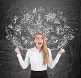 Blonde Geschäftsfrau, die mit Freude, merriage schreit Stockbilder