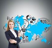 Blonde Geschäftsfrau, Geschäftsikonen und Karte Lizenzfreie Stockbilder