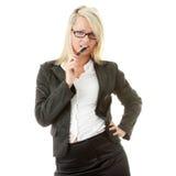 Blonde Geschäftsfrau mit Feder Lizenzfreies Stockbild