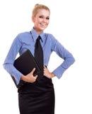 Blonde Geschäftsfrau mit schwarzem Faltblatt Lizenzfreie Stockfotografie