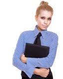 Blonde Geschäftsfrau mit schwarzem Faltblatt Lizenzfreie Stockfotos