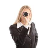 Blonde Geschäftsfrau mit Spyglass Lizenzfreies Stockbild