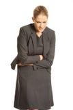 Blonde Geschäftsfrau mit starken Magenschmerzen Lizenzfreies Stockfoto