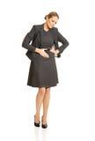 Blonde Geschäftsfrau mit starken Magenschmerzen Stockbild