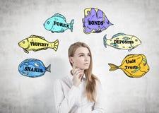 Blonde Geschäftsfrau- und Geschäftsmodewörter Stockbild