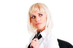 Blonde Geschäftsfrauholdingfeder Stockfoto