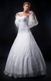 Blonde grazioso spettacolare della sposa nel bianco nuptial fotografia stock