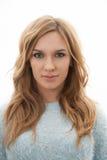 Blonde hübsche Frau mit Make-up lokalisiert auf weißem Hintergrund Lizenzfreies Stockfoto