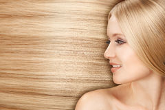 Blonde Hair.Beautiful Frau mit dem geraden langen Haar Lizenzfreie Stockfotos